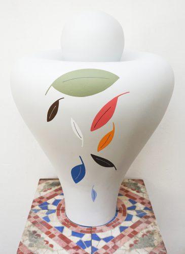 Le Pigeon 1 - 2015, carrelage, bois et résine sur socle, 160 x 32 x 32 cm