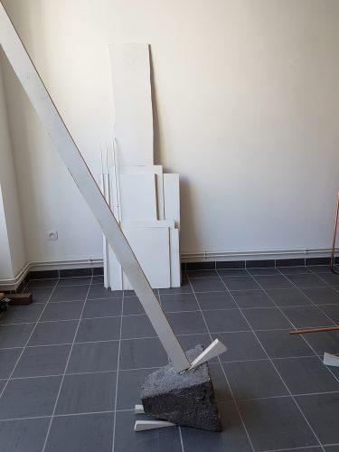 Sans titre (sol plafond calé) - 2017, pierre de taille, bois, enduit de lissage, dimensions variables.