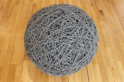 Sans titre sphere - 2011, fil barbelé, ø 80 cm
