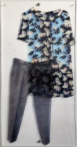 Inconnus intimes (La collection) - 2018, Plexiglas et impression sur transparent et épingles colorées,  60 x 30 cm