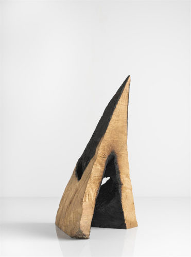Hood - 2017,chêne partiellement brûlé,33 x 19 x 16 cm